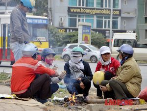 Hanoi people in the cold