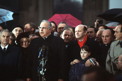 Helmut Kohl and Hans Modrow (left) at ceremony to unite Germany 1989