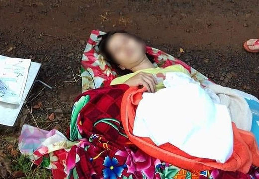 Vietnam woman giving birth on road