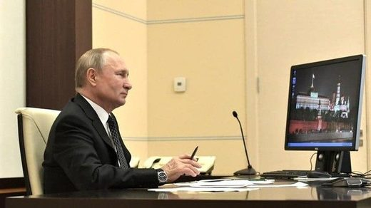 Putin using Windows XP